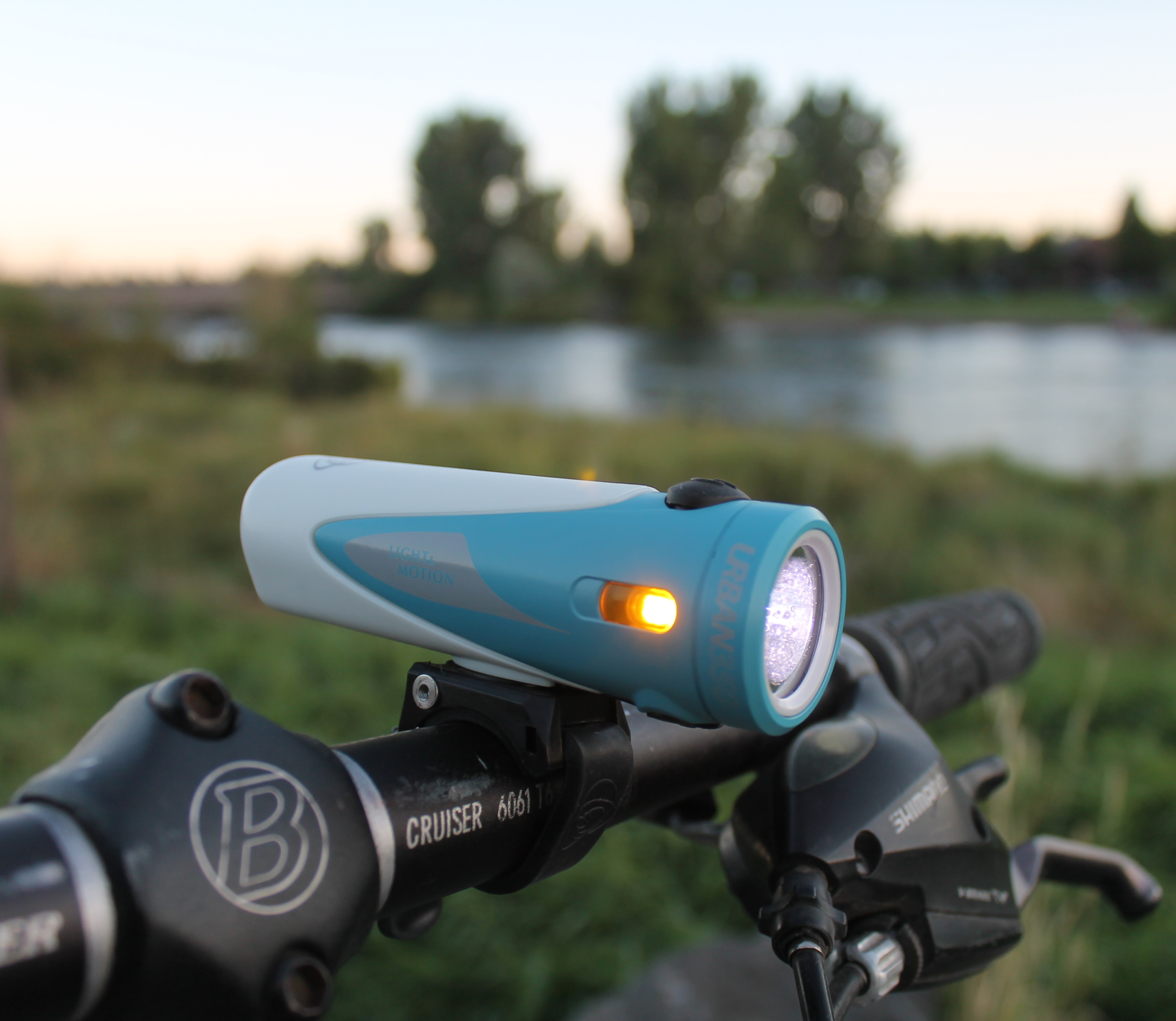 LIGHT AND MOTION URBAN 1000 RECHARGEABLE FRONT BICYCLE HEAD LIGHT